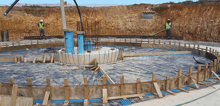 A wide range of a.b.e. products were used for the upgrading of the Kruisfontein waste water treatment works at Humansdorp. Pictured is a.b.e. durajoint external waterstops (in blue) placed below the concrete slab at the expansion joints.